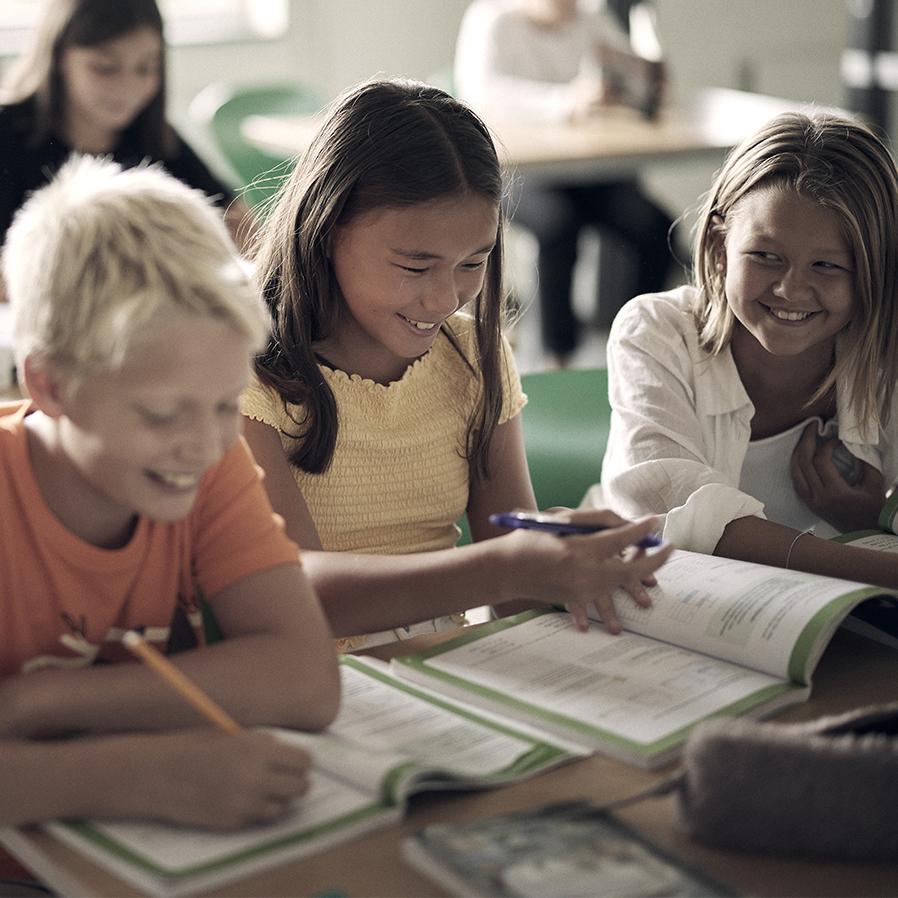 Elever i ett klassrum på Noblaskolan