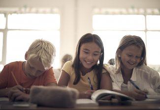 Tre elever på Noblaskolan